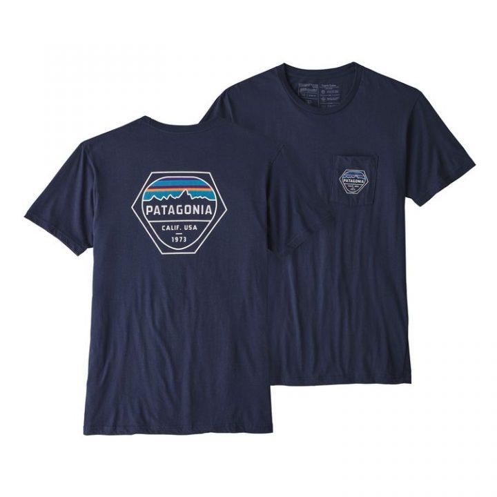 Patagonia Men's Fitz Roy Hex Organic Cotton Pocket T-Shirt magleitta uomo blu logo esagonale